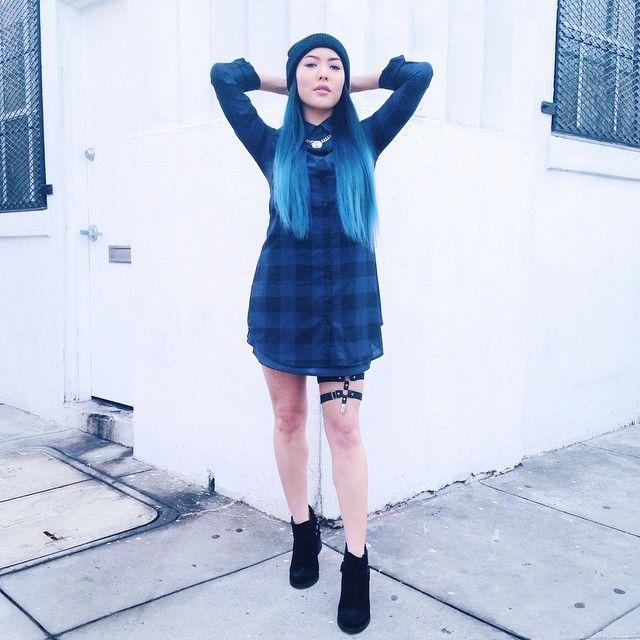 ~Lean Back~ Dress: @dailylook • Garter: @jakimac • Shoes: @zooshoo #ootd