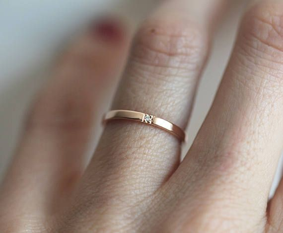 Rose Gold Diamond Wedding Band With One Diamond Minimalist Etsy Minimalist Wedding Rings Rose Gold Wedding Band Diamond Gold Diamond Wedding Band