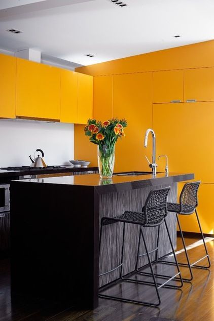 Modern Kitchen painted in mango color by Scott Weston Architecture Design PL