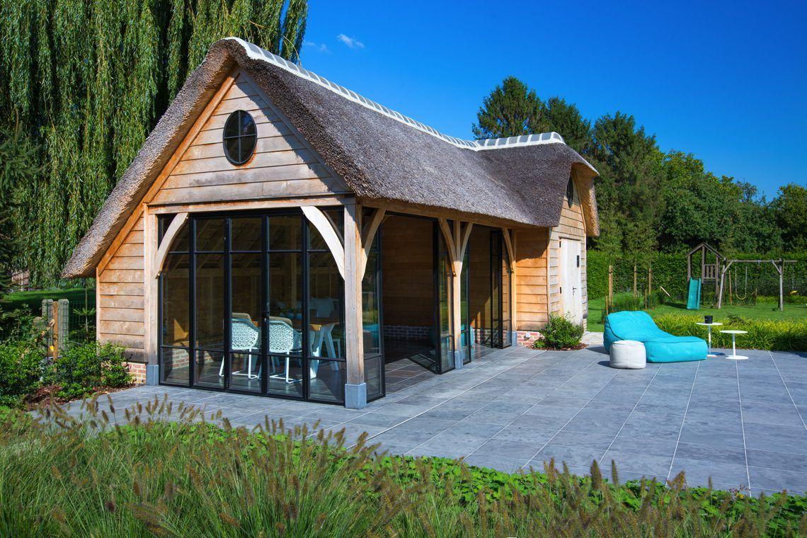 T landhuys exclusieve houten bijgebouwen eiken poolhouse met