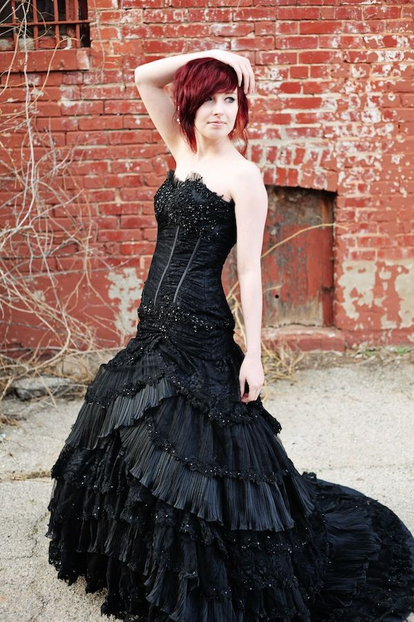 Stop Everything And Look At This Amazing Black Wedding Gown Offbeat Bride Black Wedding Gowns Black Wedding Dresses Black Wedding Dress Gothic