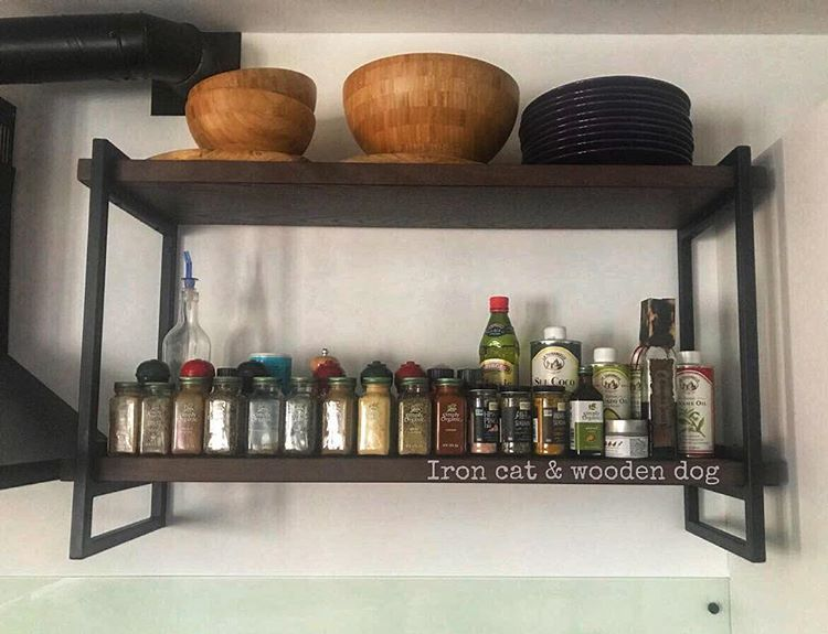 Открытые полки для кухни. Все изделия из металла, дерева ...