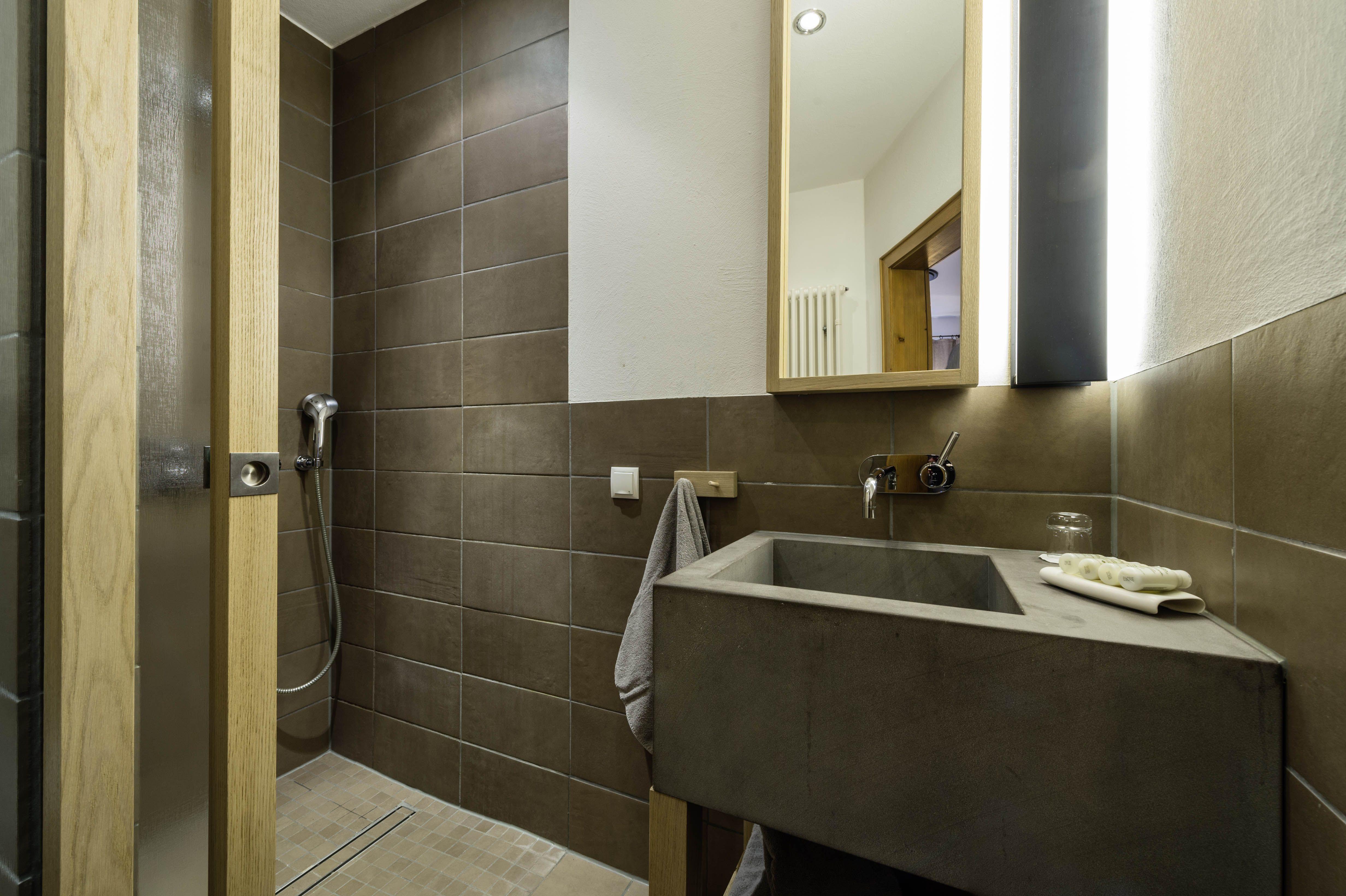 Das Badezimmer Unserer Pilger Und Klosterzellen Im Hotel