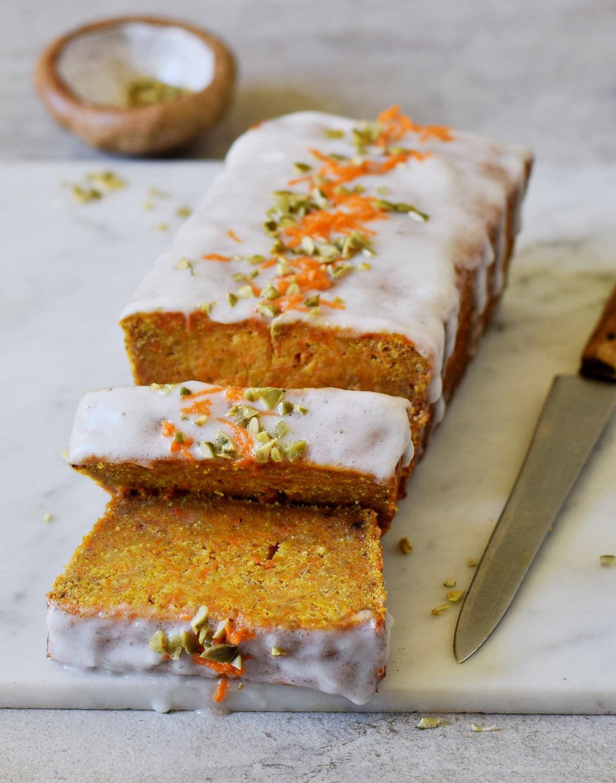Karottenkuchen vegan, glutenfrei   Möhrenkuchen ohne Zucker - Elavegan