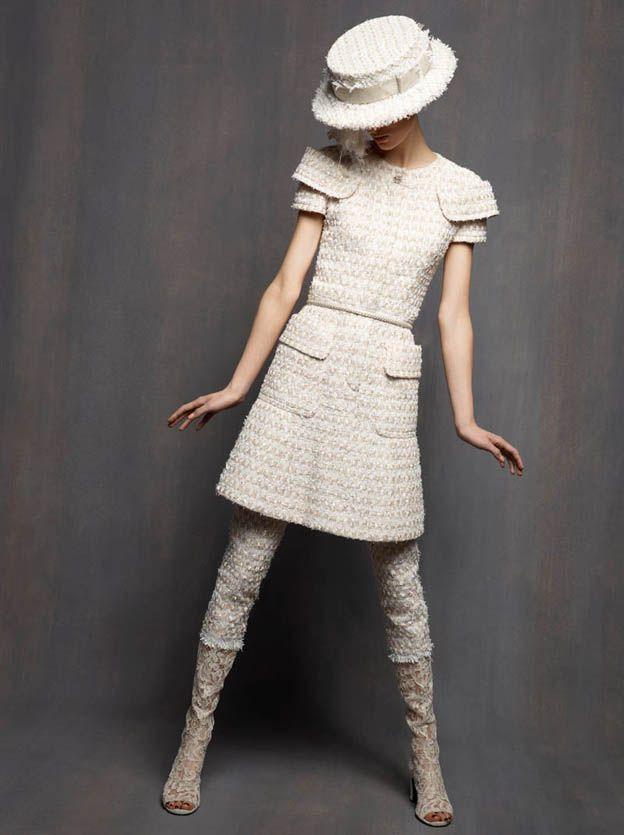 El Making Off de una colección de Alta Costura Chanel Haute Couture February 2013 http://www.mariodelarenta.com/2013/01/el-making-off-de-una-coleccion-de-alta.html