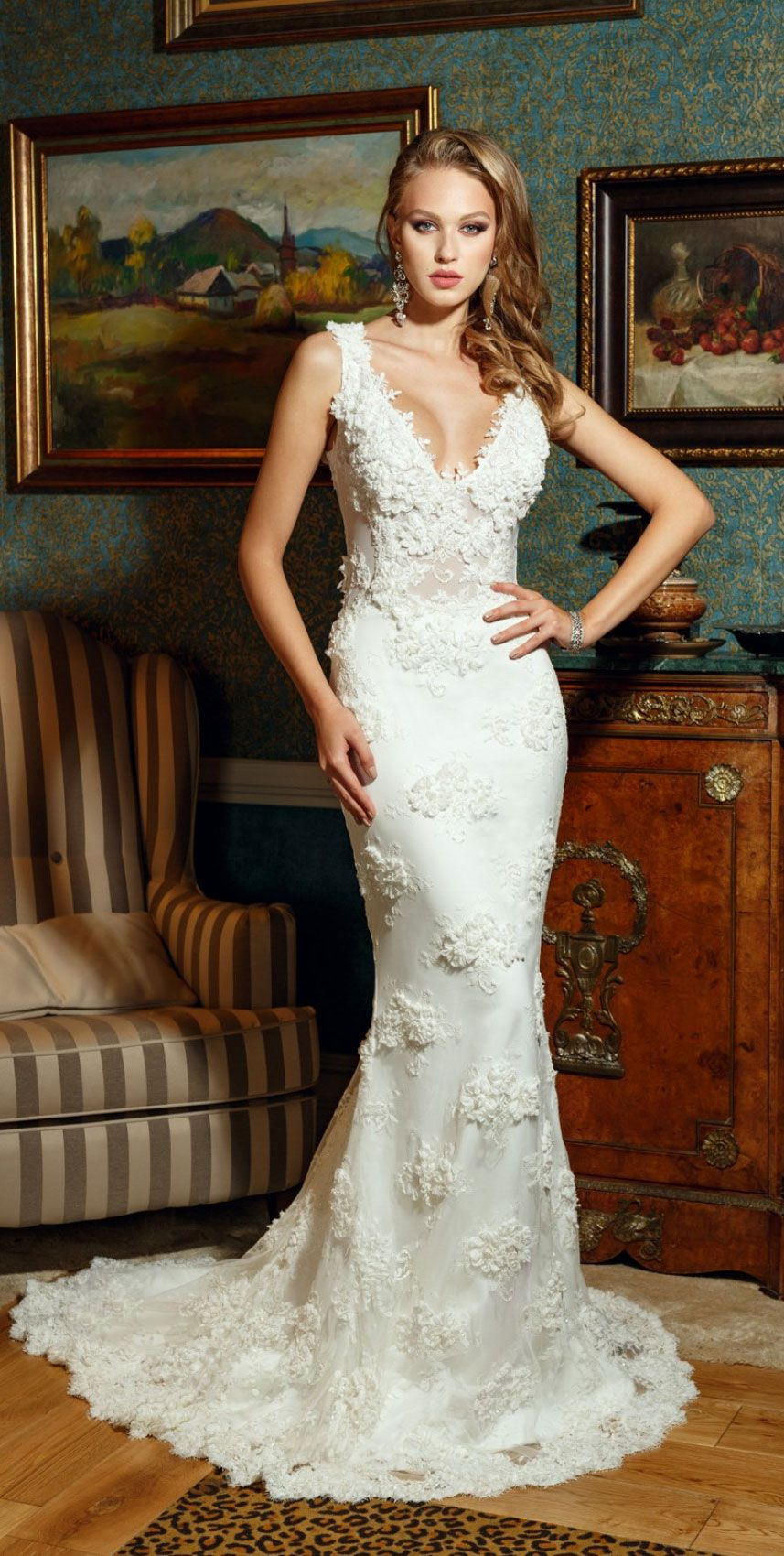 Elegant & Sexy Wedding Dresses that Will Highlight Your Curves