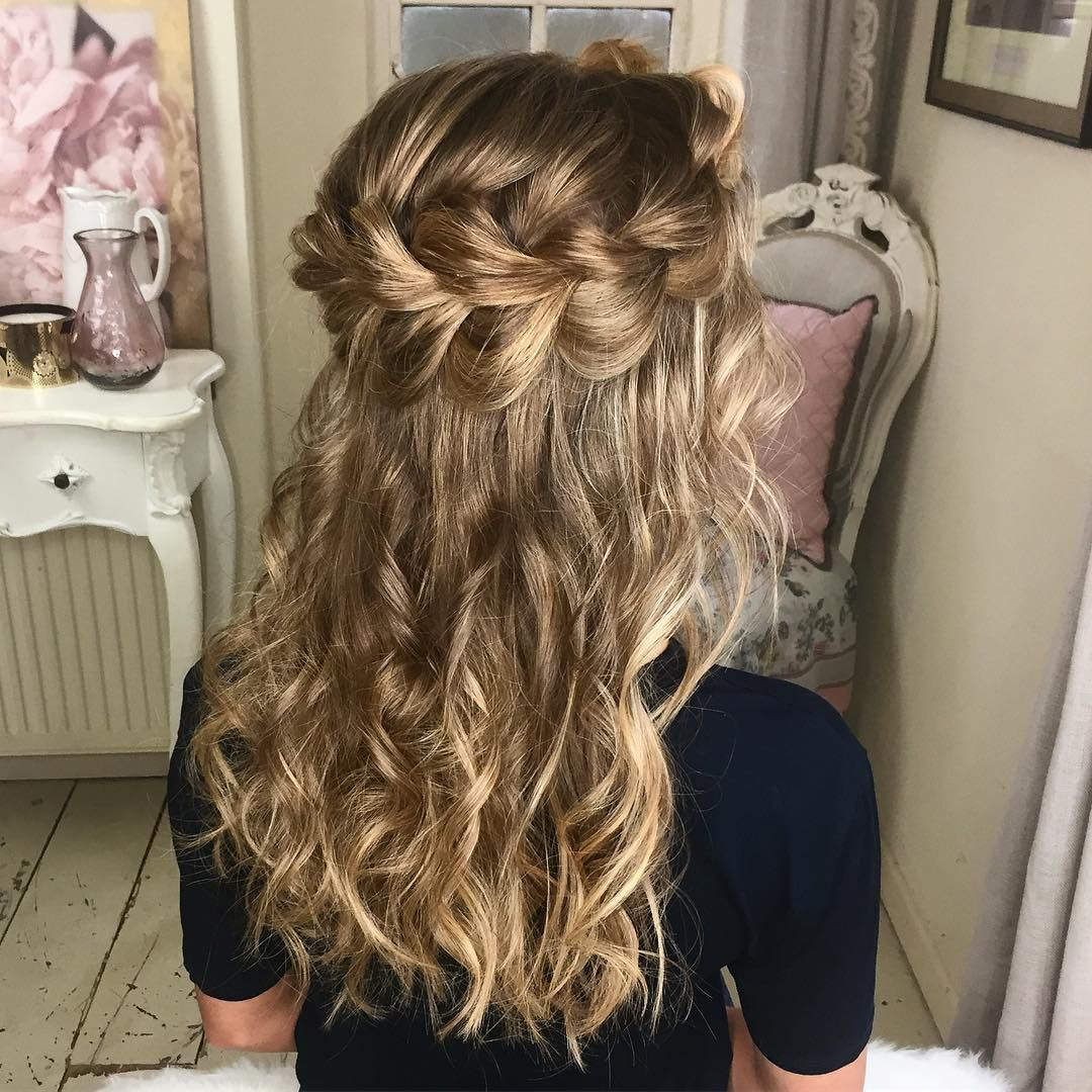 A different view of The Halo Braid on @harriet.darby 😇 Hands up who wants the tutorial 🙋🏼😊 #SweetHearts #braids #hairtutorial #hairvideos #modernsalon #americansalon #beyondtheponytail