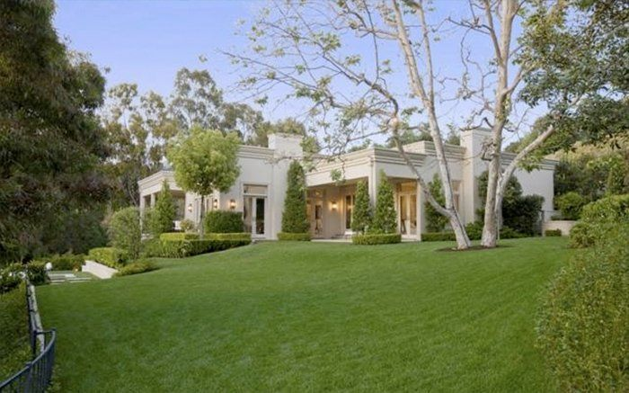Katy Perry Is Living A Teenage Dream In This 19m Beverly Hills Mansion Celebrity Houses Mansions Beverly Hills Houses