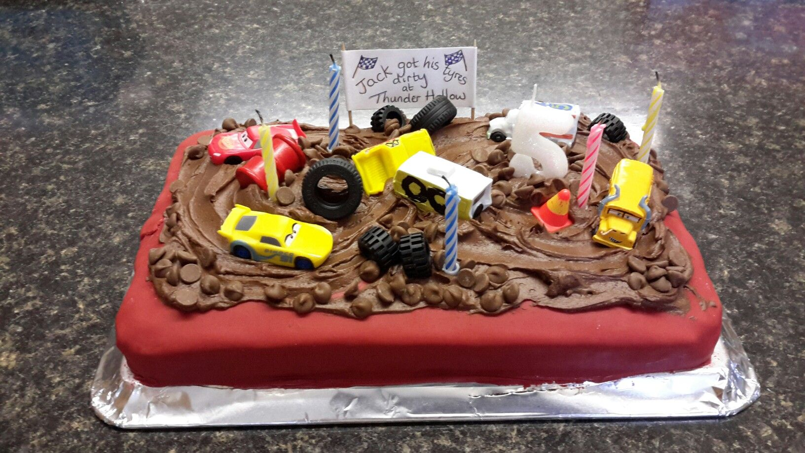 Thunder hollow cake cars 3 f te enfant noong 2019 anniversaire fete enfant at enfant - Coloriage cars 3 thunder hollow ...