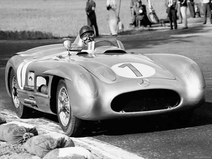 1955 Swedish GP, Kristianstad : Juan Manuel Fangio, Mercedes-Benz 300 SLR #1 (#0003/W21-6169), Grid 1, Daimler Benz AG, Winner. Fastest lap : 2:24.500/162.859 kmh Distance 6.537 kms x 32 laps in 1:18:13.700 (209.184 kms/160.441 kmh) (ph: taringa.net)