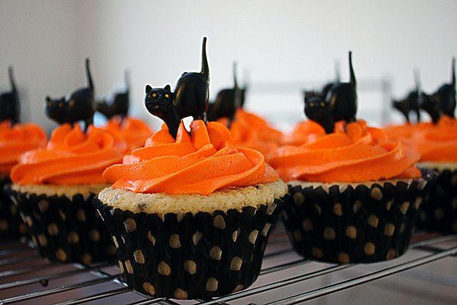 halloween cupcakes orange icing