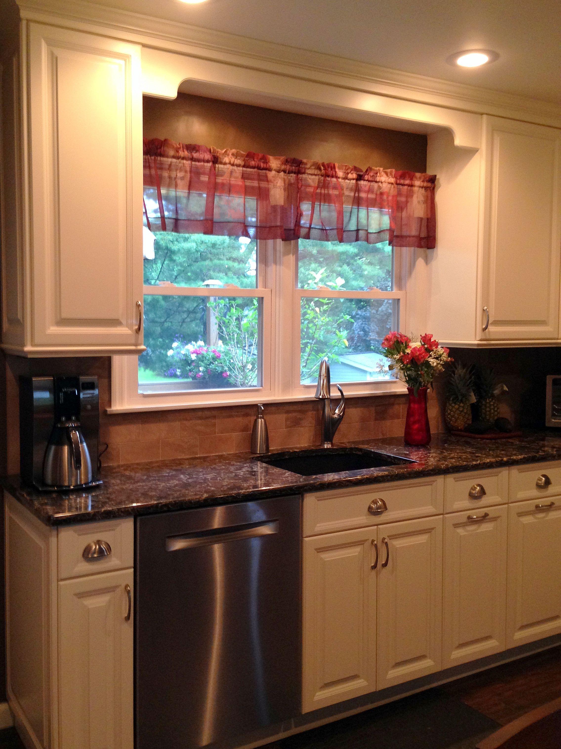 White Millbrook Kitchen With Laneshaw Quartz Countertops 4 Of 10 Kitchen Kitchens Bathrooms Quartz Countertops