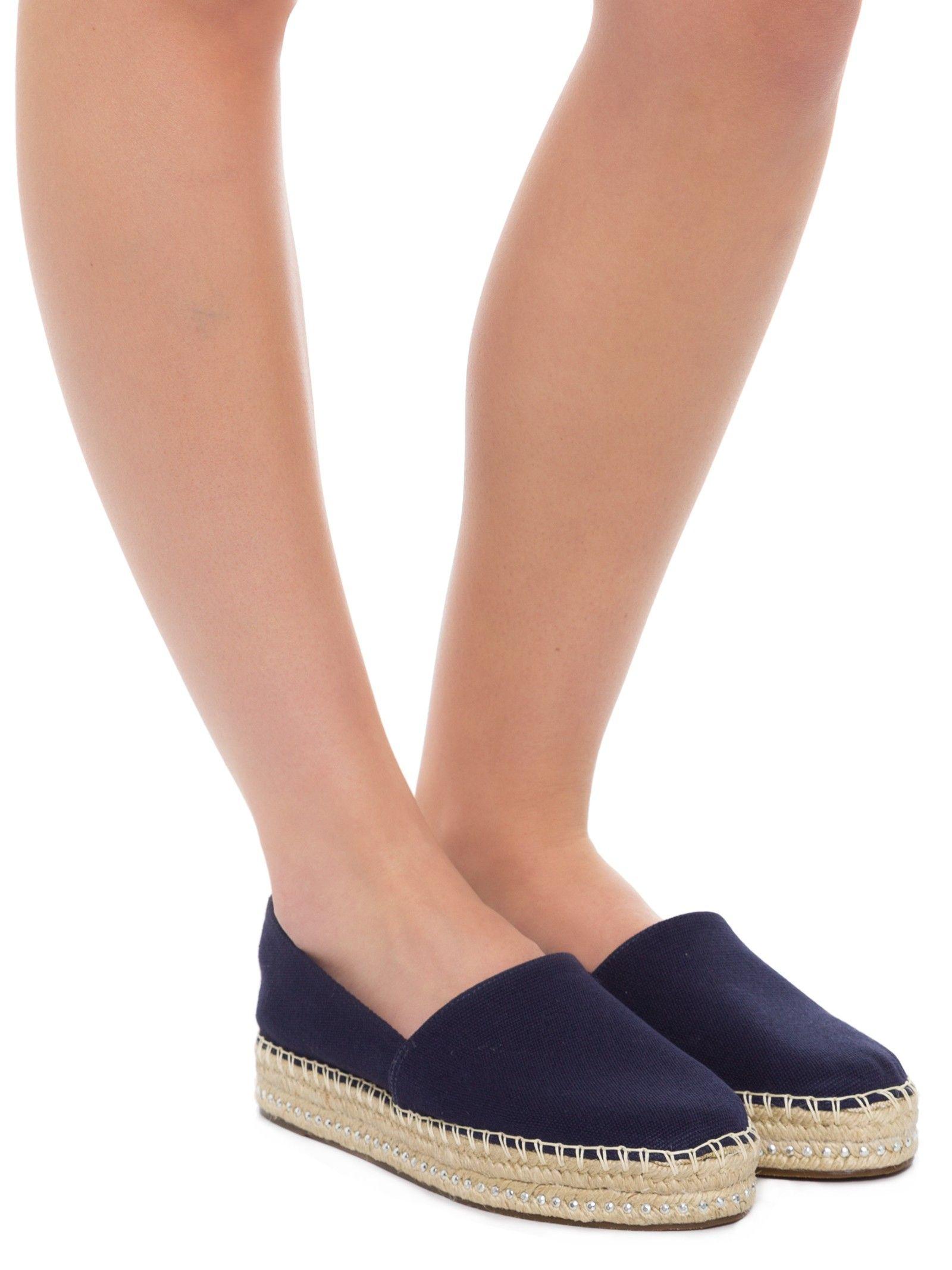 4f7a7e0627 Sapato Fechado Salto Rasteiro Lona Terra - Schutz - Azul - Shop2gether
