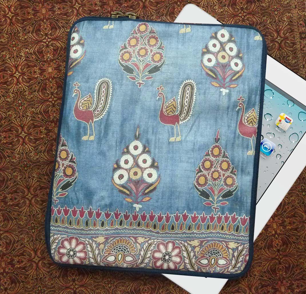 Pochette housse pour tablette originale Inde Broderies fleurs et paons en toile enduite imprimée de la boutique rougemadras sur Etsy