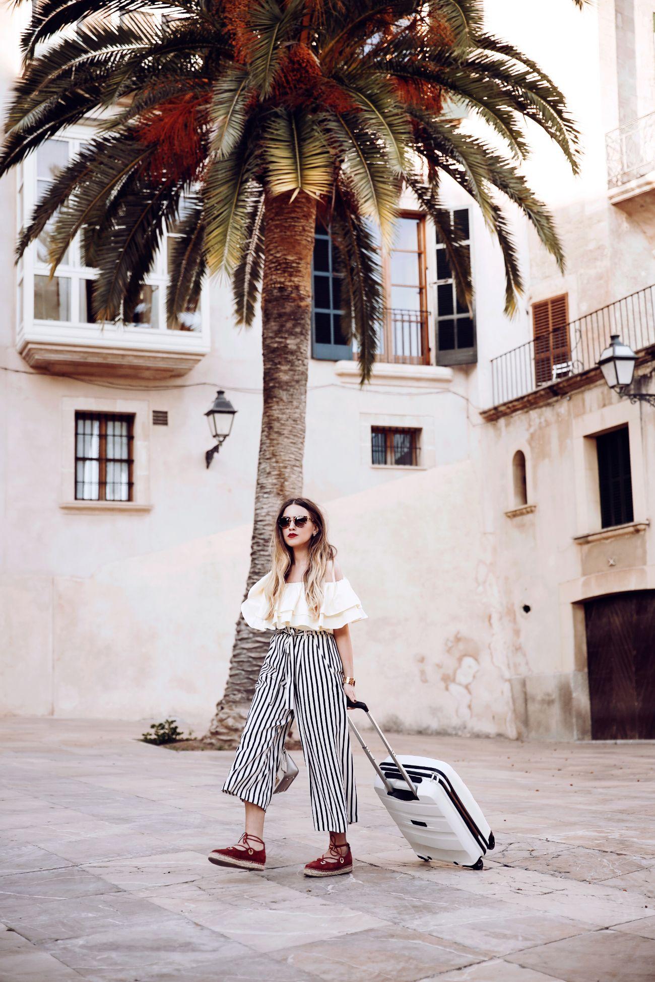 Traveling girl & white suitcase 🌴 ☀️@fleurdemode