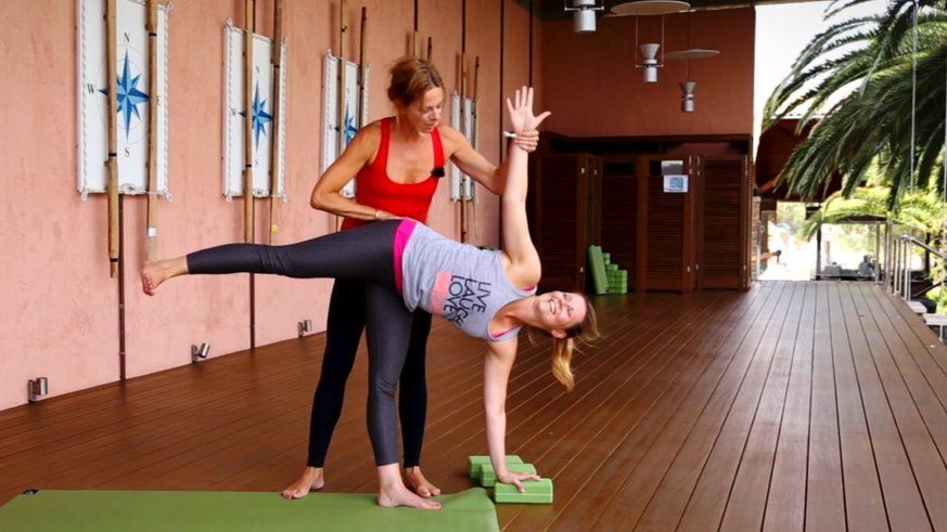 Mit 5 Yoga-Übungen Unterbauchfett loswerden #cardiopilates