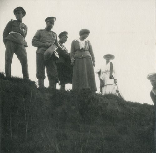 coronerofthecourt:  Днепр, 1916 годГА РФ, ф. 683 оп. 1 д. 125 л. 12 фото 179full sizehttps://fotki.yandex.ru/next/users/eavm/album/460701/view/1368603