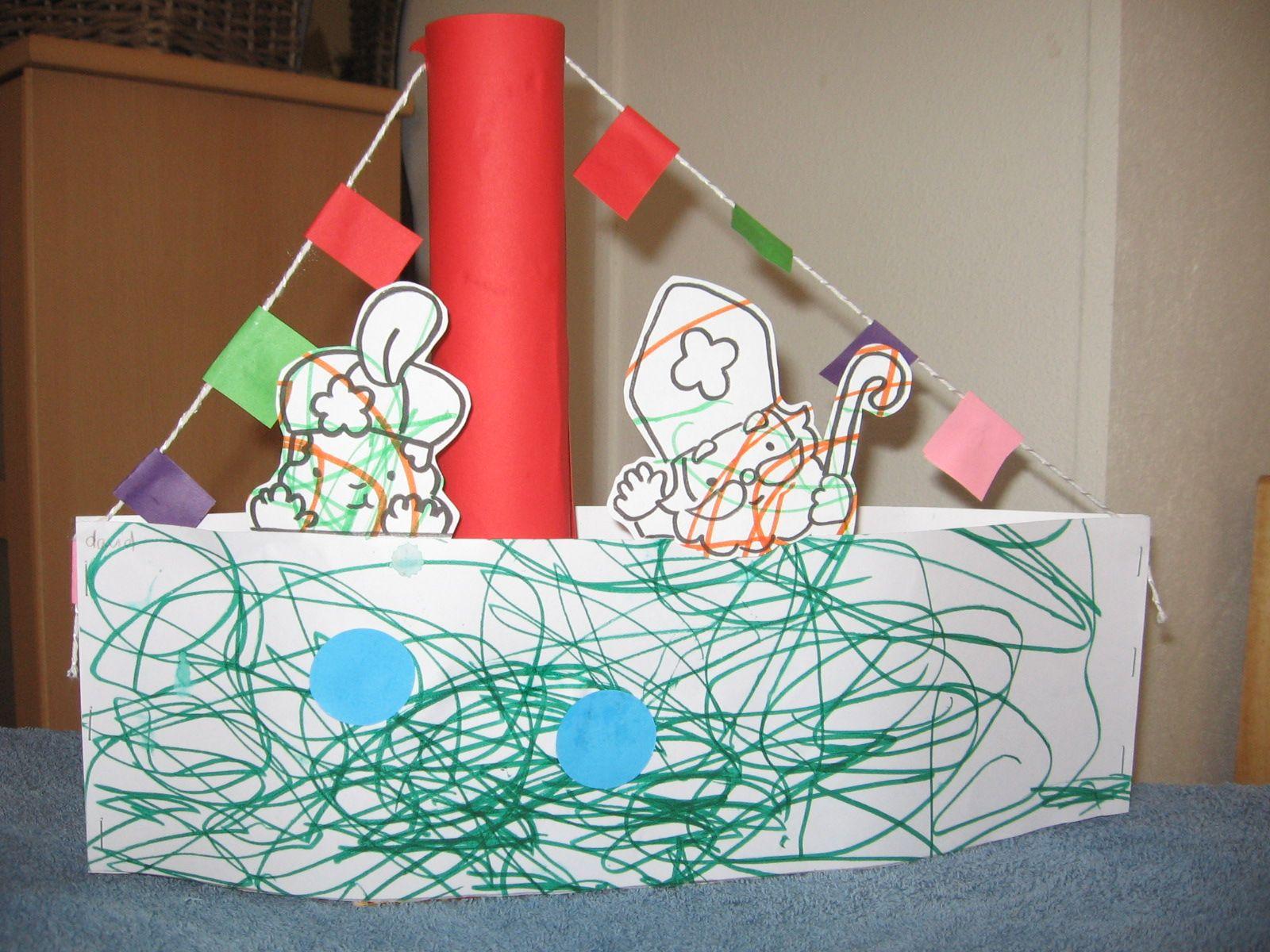 Stoomboot Sint En Piet Lege Verpakking Van Bv Hagelslag Keukenrol 2 Stroken Papier Touwtje Papier Kleurplaat Knutselen Sinterklaas Sinterklaas Thema