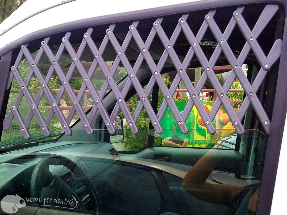 Reja adaptable para las ventanillas del coche