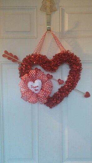 Fun easy Valentine's wreath.
