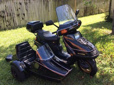 honda elite 250 86 honda 250 elite with side car sidecar scooter honda elite ch250 and. Black Bedroom Furniture Sets. Home Design Ideas