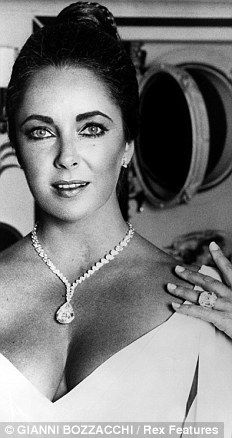 Elizabeth Taylor wearing the 33.19 carat Elizabeth Taylor diamond given to her by Richard Burton in 1974