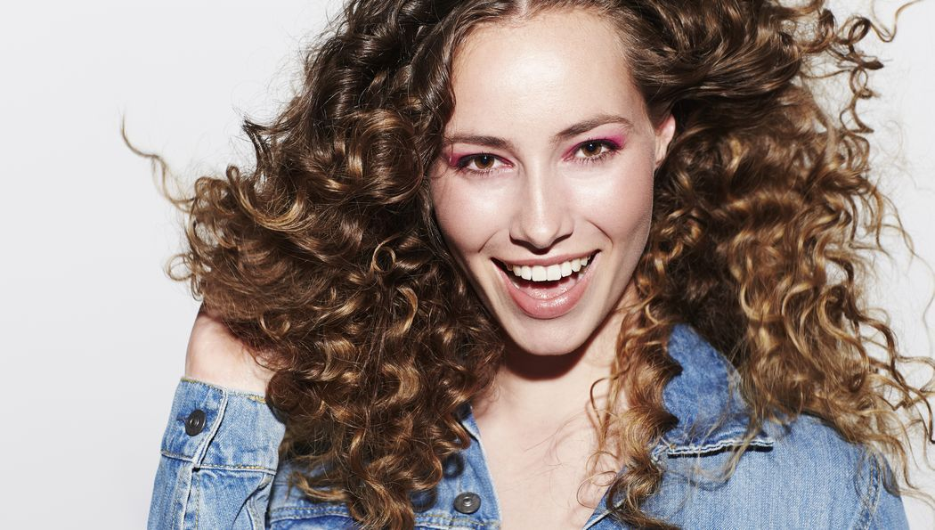 Trendy Frisuren Frauen Locken Curly Hair Styles Permed