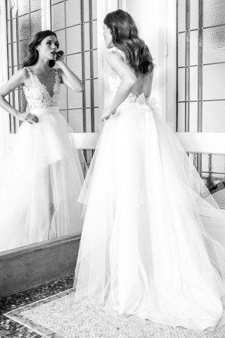 17d68cf5ac339 Les robes de mariée dos nu ont le vent en poupe ces dernières années et se  déclinent à l infini chez les créateurs. Ces derniers.