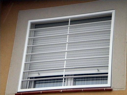 Fachadas con rejas blancas buscar con google for Fachadas de casas con ventanas blancas