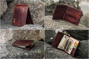 11b82df0b24 Taimpargitud nahast rahakotil on tellija soovil kolm kaarditaskut ühel  kaane poolel. Kaunistuseks on rahakoti esikaanele