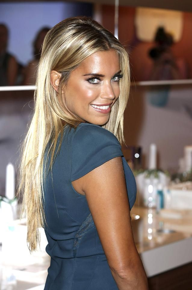 Sylvie Meis Make Up Hair In 2019 Sylvie Meis Haare Und Beauty