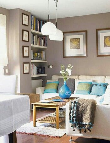 Greige walls with pops of turquoise accents accessorize for Pareti grigie soggiorno