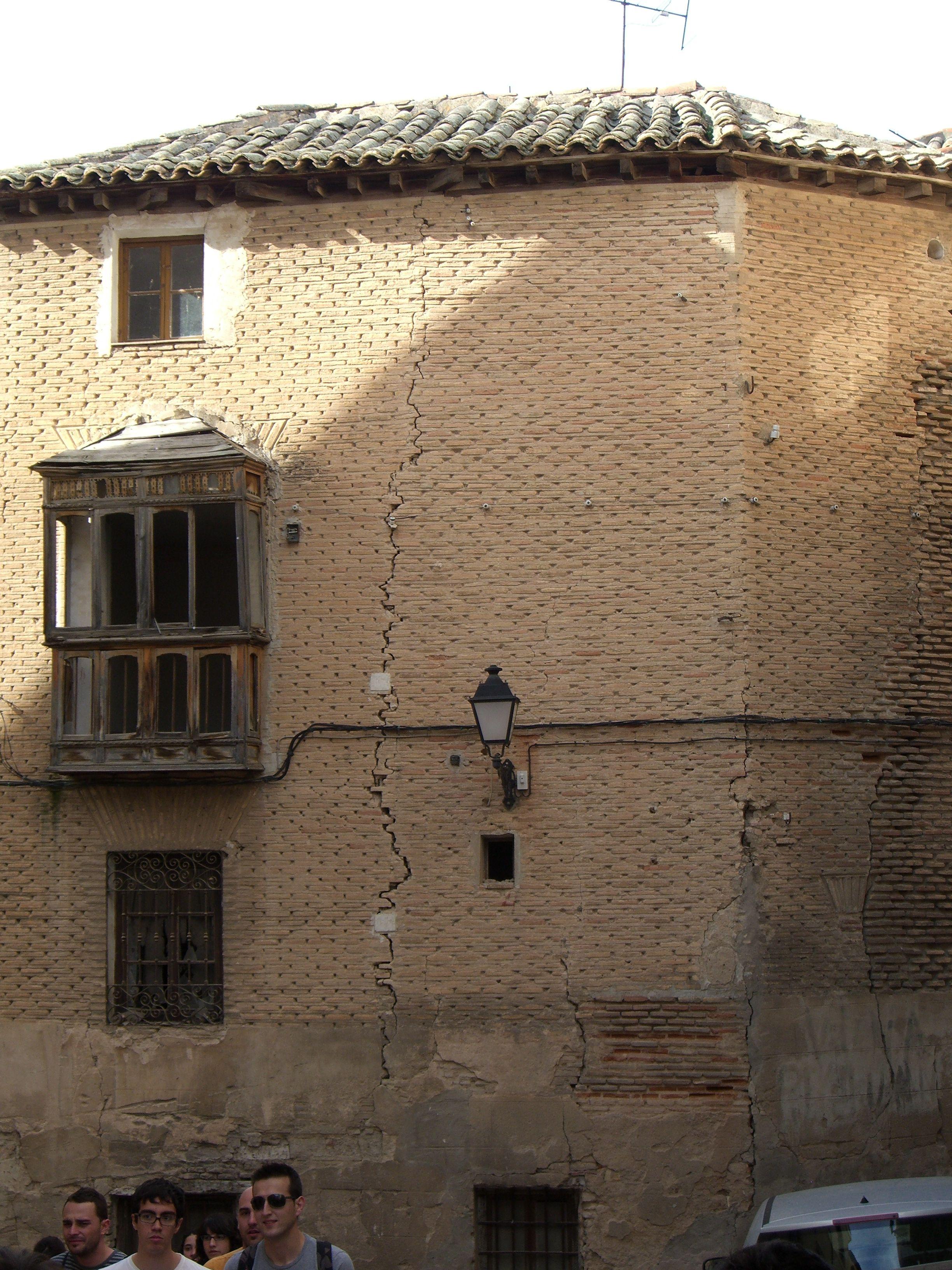 Grietas En Iglesia De Toledo Con Testigos Y Sensores De  # Muebles Duque Reinosa