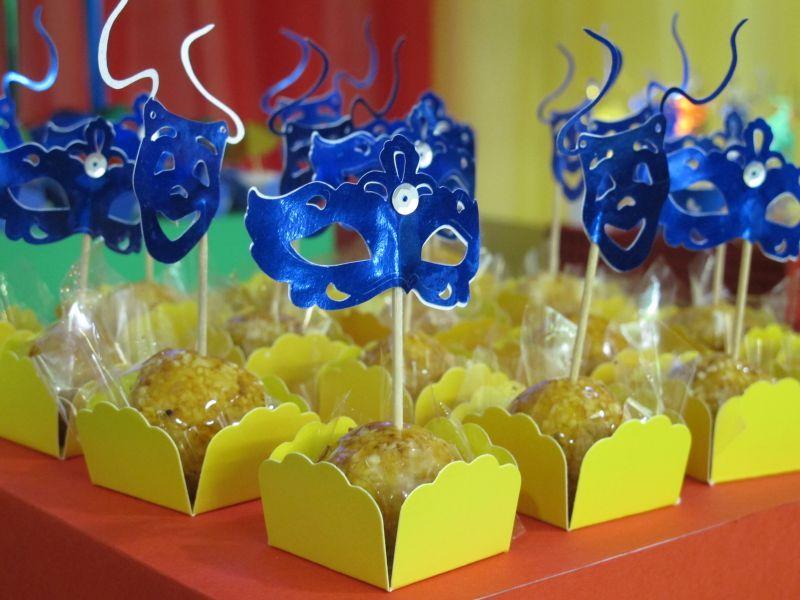 Resultado de imagem para decoração em casa festa carnaval aniversário