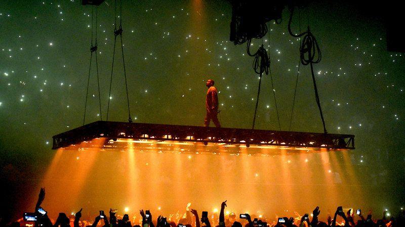 Kanye West Sues Lloyd S Of London Over Life Of Pablo Tour Cancellations Kanye West Concert Kanye West Concert Lights