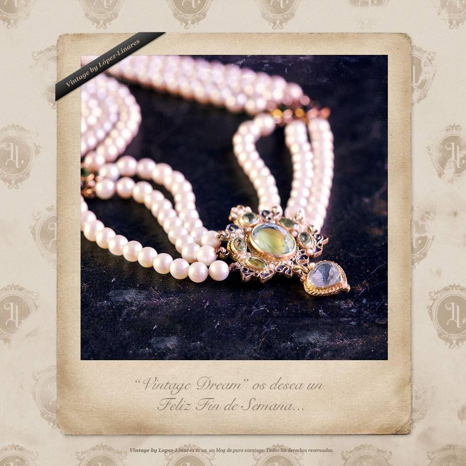Latón, perlas y piedras semipreciosas, juntas y gracias a las manos de grandes artesanos consiguen crear piezas que no nos dejan indiferentes.