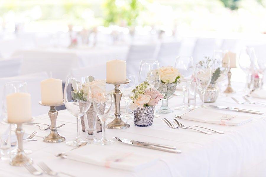 Romantische Tischdeko In Den Pastellfarben Pfirsich Vanille Und