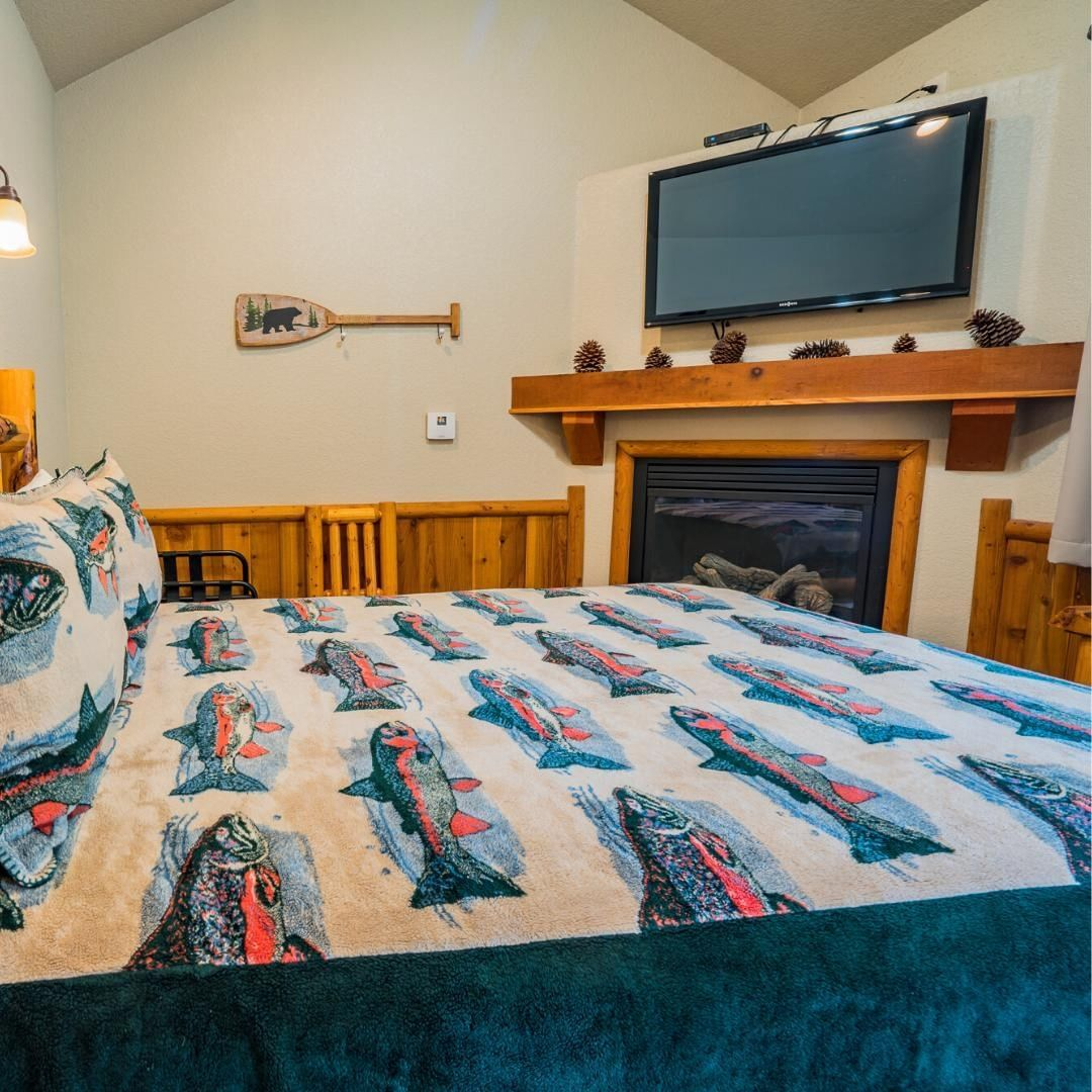 Rest assured...⠀ Our rooms are cozy and equipped to maximize comfort and relaxation. ⠀ ⠀ #detroitoregon #detroitlake #family #exploregon #thelodgeatdetroitlake #escape #relaxation #lodge #explore #warmanddry #schoolsout #summerbreak #pnw #hiking #boating #traveloregon #cascademountains #views #mushrooms #wildlife #swimming #campfires #glamping
