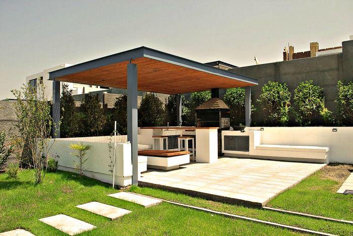 Terraza sencilla con asador palapa terraza quincho for Casa moderna quincho