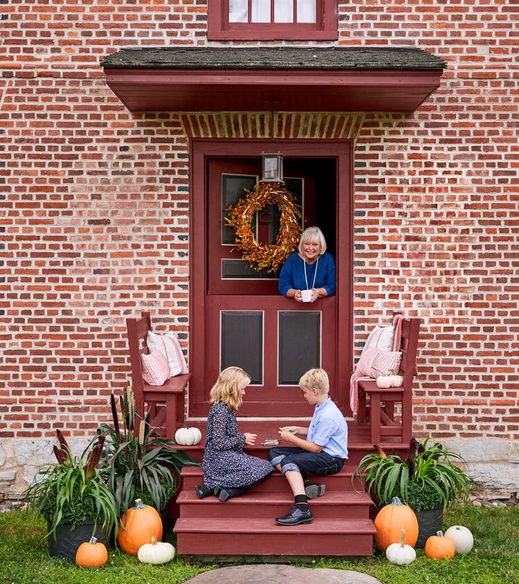 Nancy Fuller Hosts a TraditionRich Thanksgiving Feast