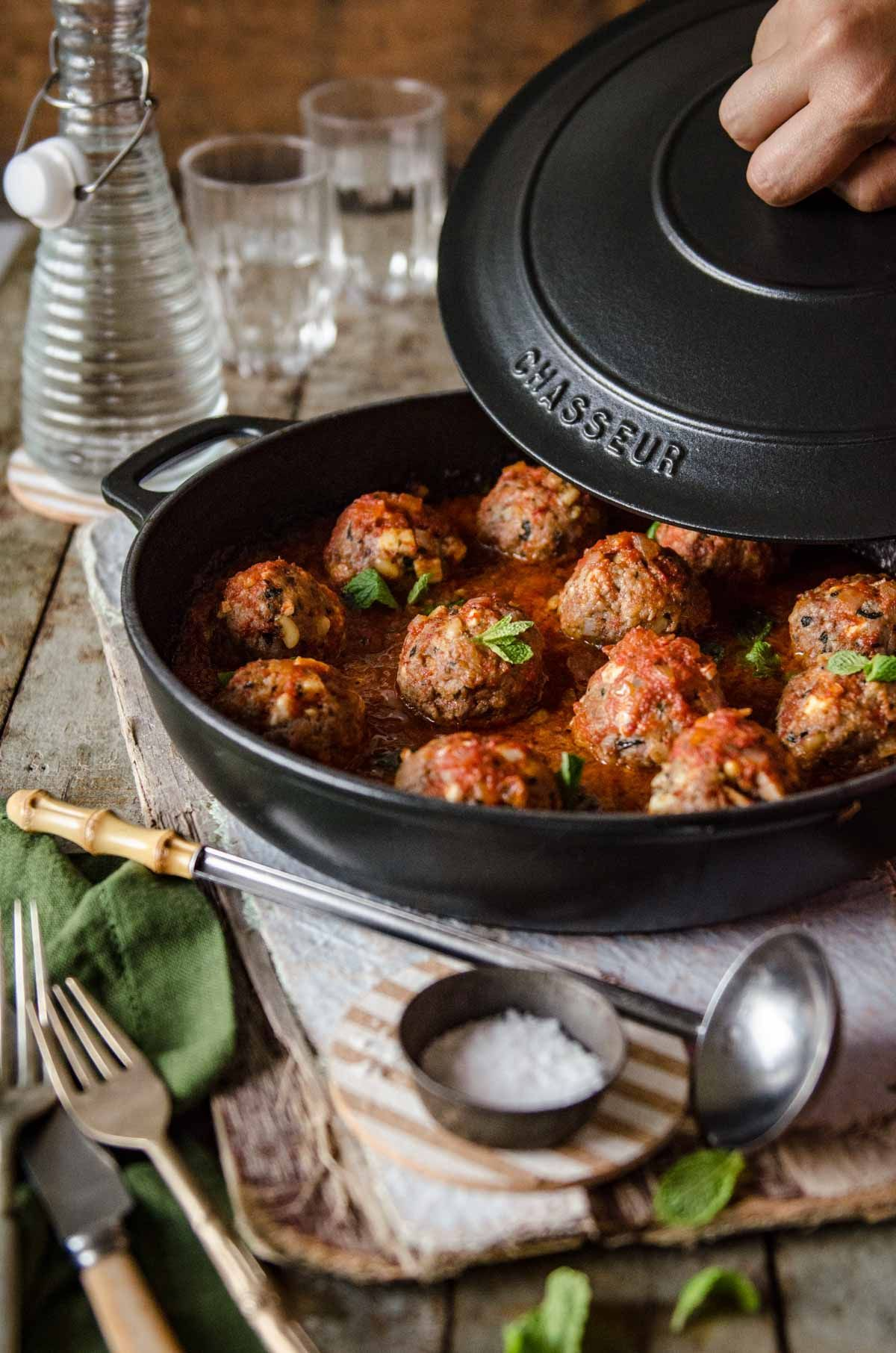 Keftedes me saltsa domata greek meatballs in tomato sauce chew keftedes me saltsa domata greek meatballs in tomato sauce chew town food blog forumfinder Choice Image