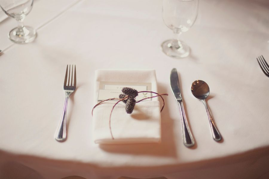 super simple table setting/place setting for buffet or station wedding :: Photo by @Alix Loosle