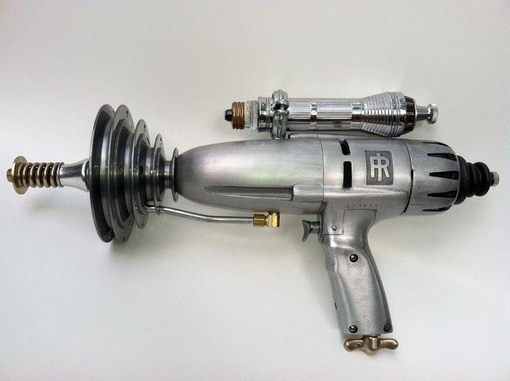 ray gun fun pinterest raumschiff roboter und kost m. Black Bedroom Furniture Sets. Home Design Ideas