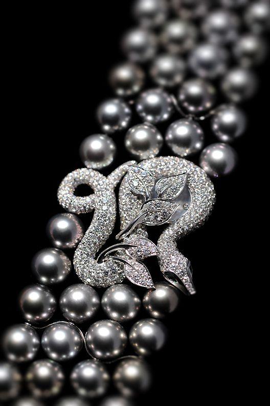 collier de perle grise boucheron