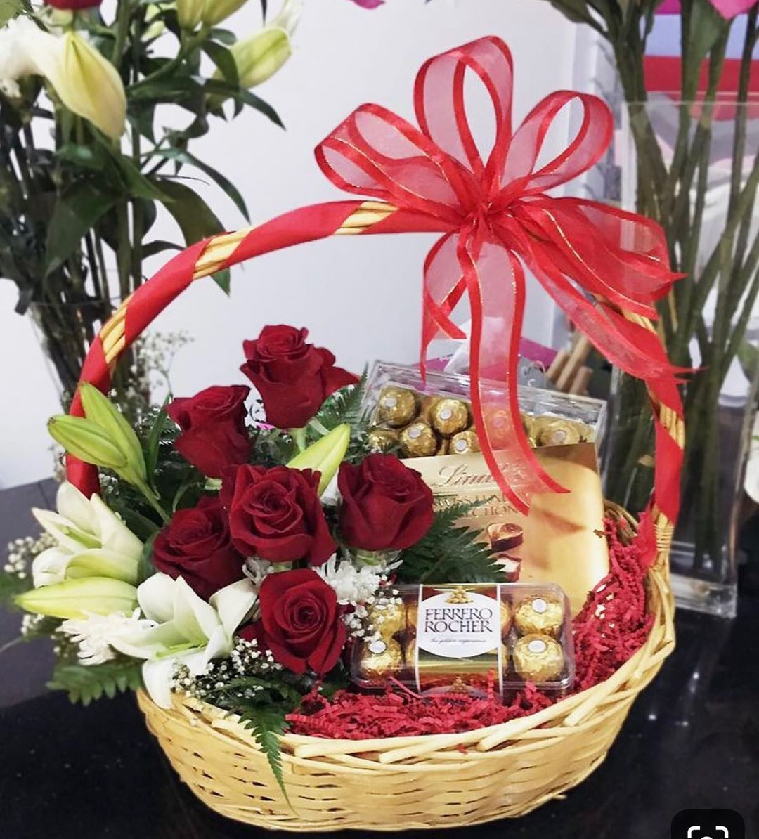 Just Look At It Colour It S Give A Look Of It Professio Flower Box Gift Gift Bouquet Christmas Gift Baskets Diy