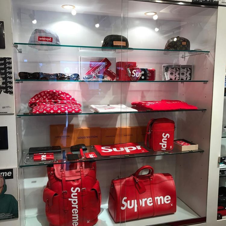 Pin by Nick on Lifestyle Supreme clothing, Hypebeast room