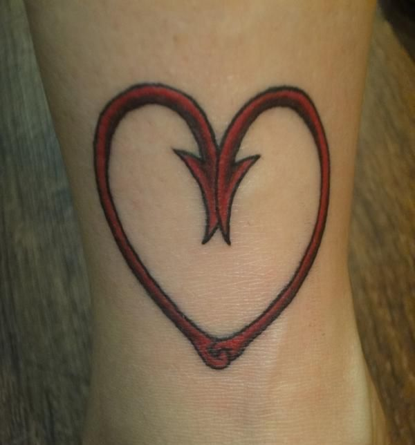 The heart of a fishing woman cool tattoos pinterest for Fish hook heart tattoo