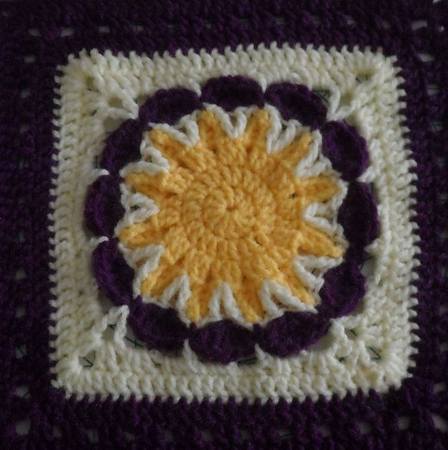 Ravelry: Project Gallery for Free SmoothFox\'s Starburst Flower ...