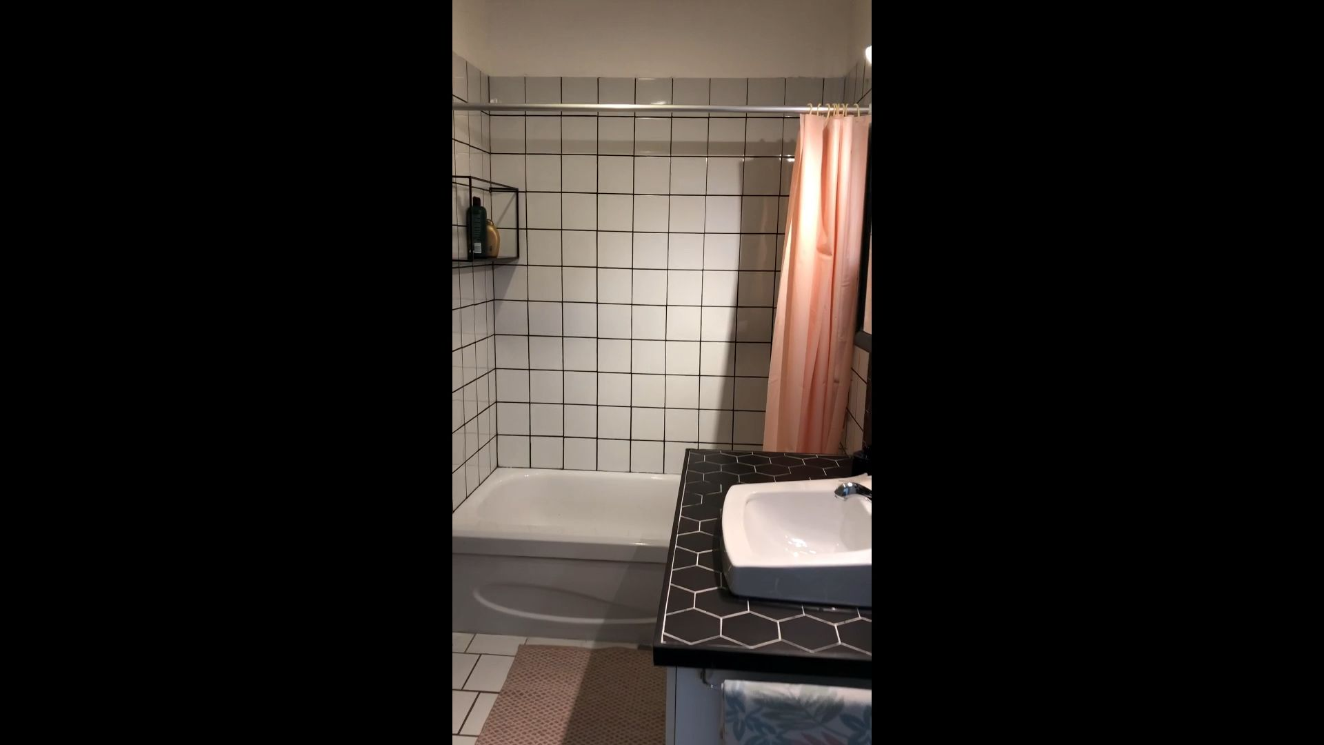 Photo of How to stain grout in black / DIY teindre joints de carrelage
