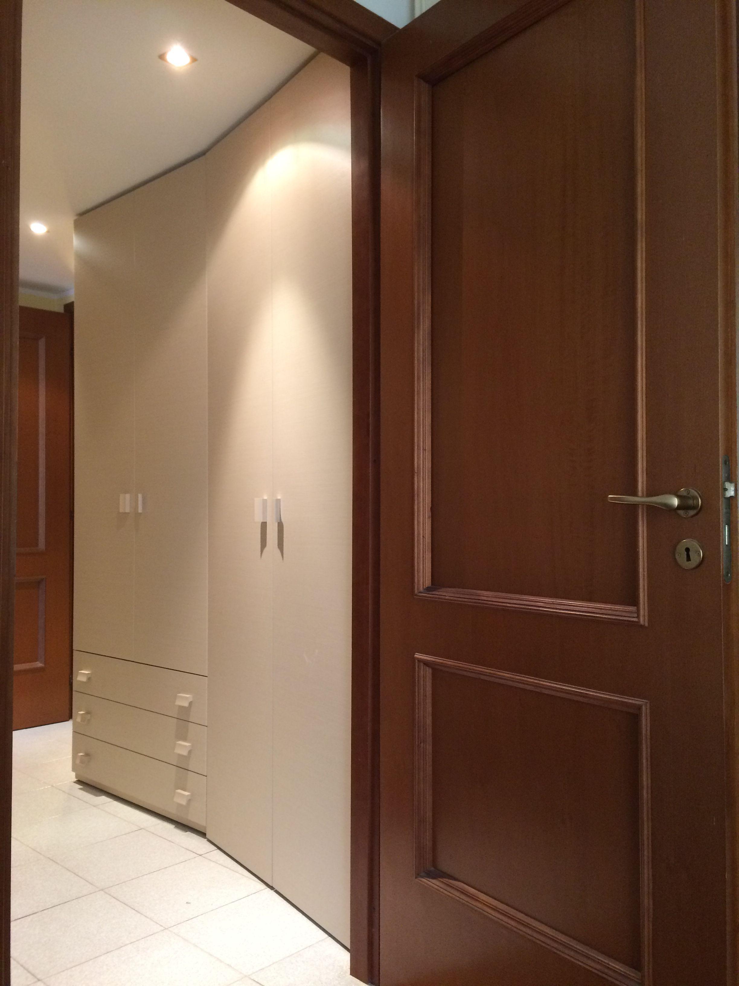 Un armadio per un ingresso, per contenere le varie cose utili per la ...
